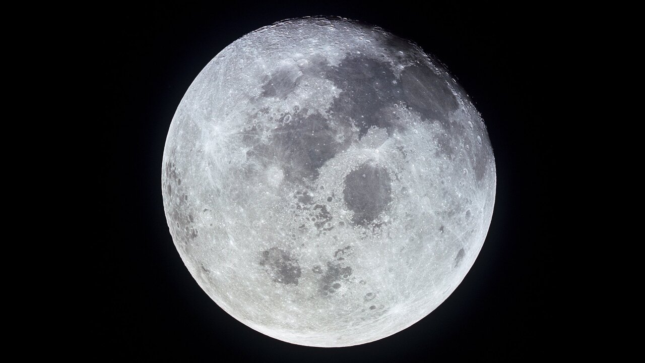 Is it possible for astronauts to return to the moon by 2024?