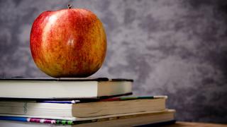 Classroom-Schools-apple-books-textbooks-classes.png