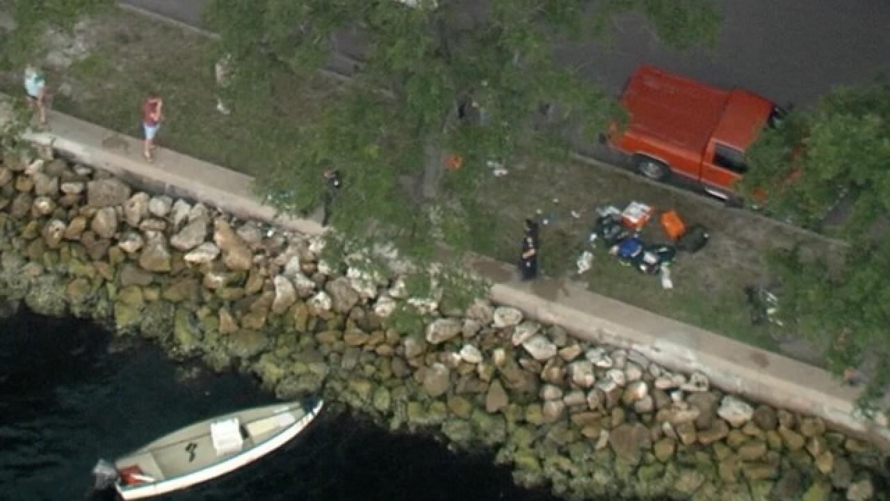 Boat hits rocks near Davis Islands