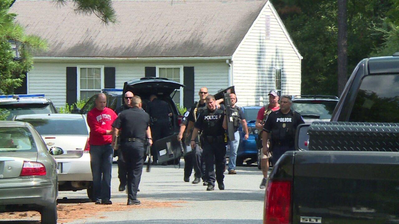Suspect arrested after pulling gun on constructionworker