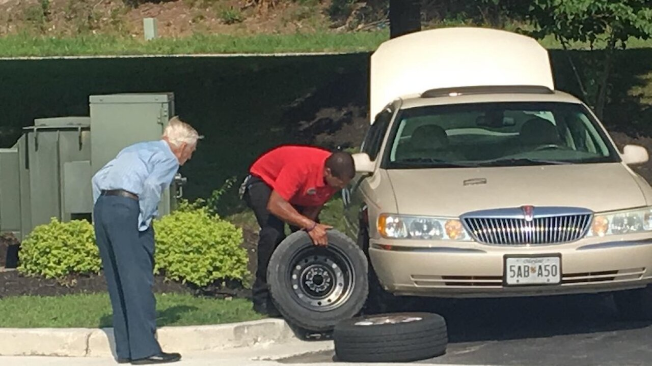 Chick-fil-A manager helps a 96-year-old WWII veteran change a tire