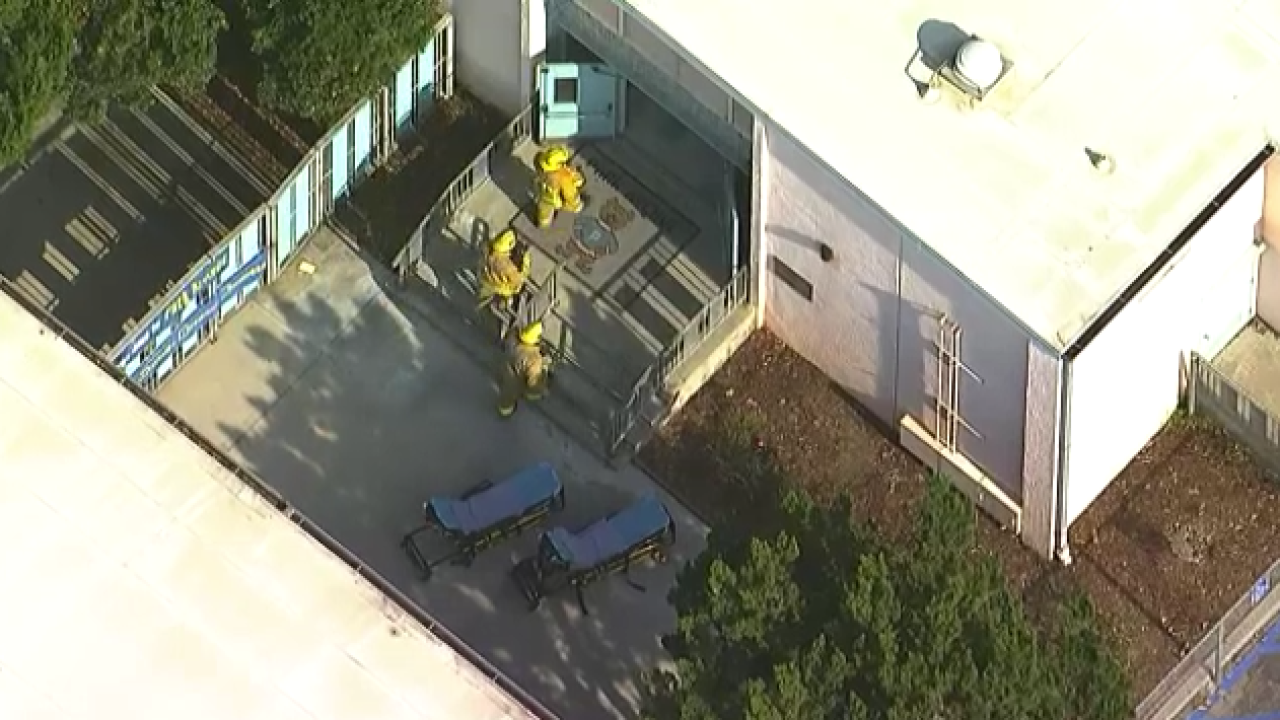 Jet dumps fuel on elementary school on approach to LAX