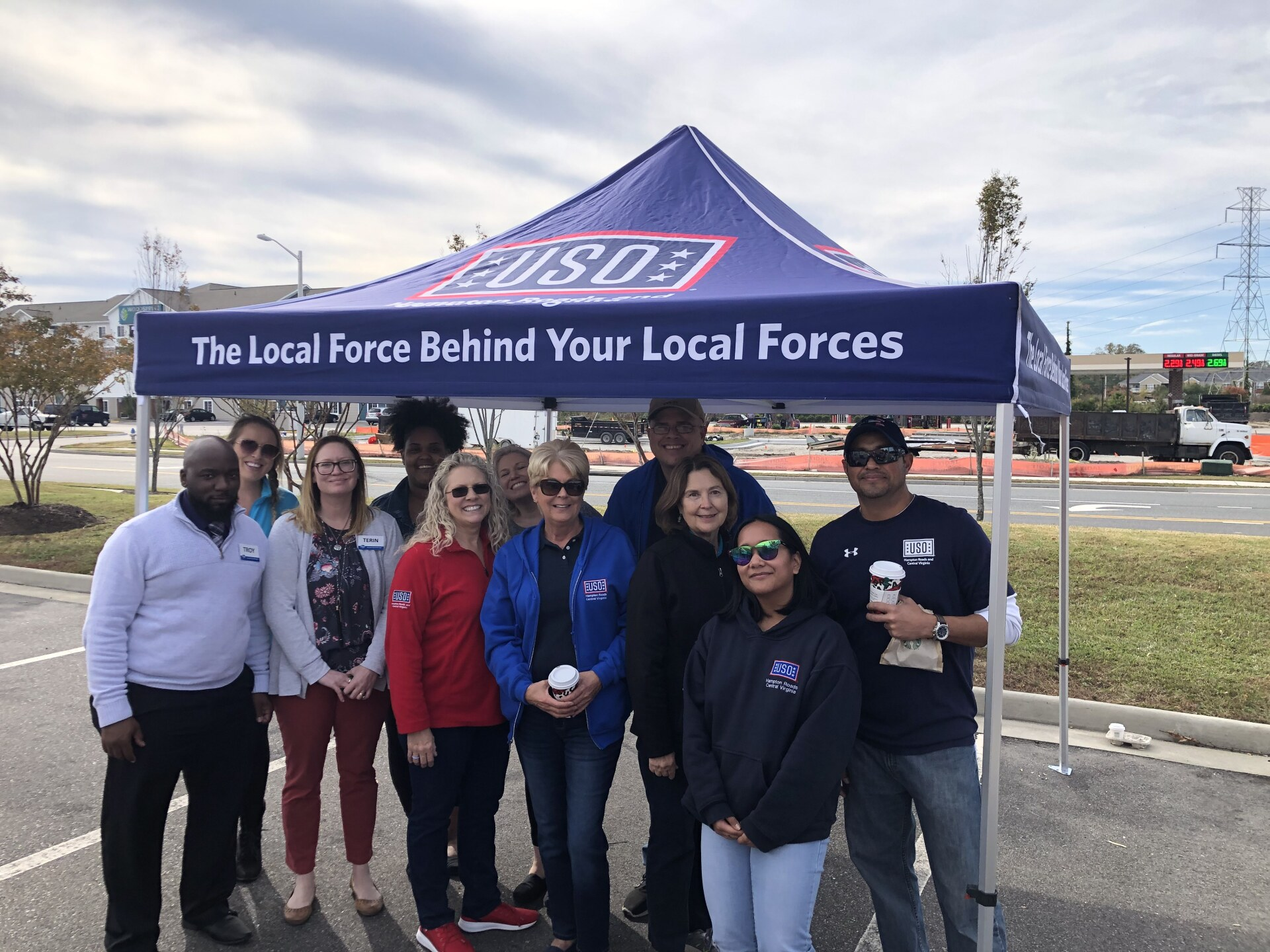 Photos: Local Kroger associates, USO members give out 2K pies toveterans
