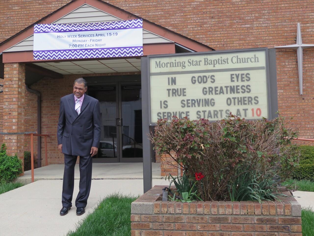 WCPO_Rev_Mark_Bomar_at_church.jpg