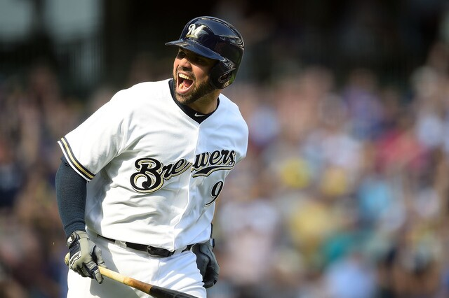 Manny Piña belts out rendition of Hotel California.