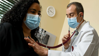 AdventHealth-doctor-checking-heart-on-patient-NO-NEWS-USE-1280x720.png