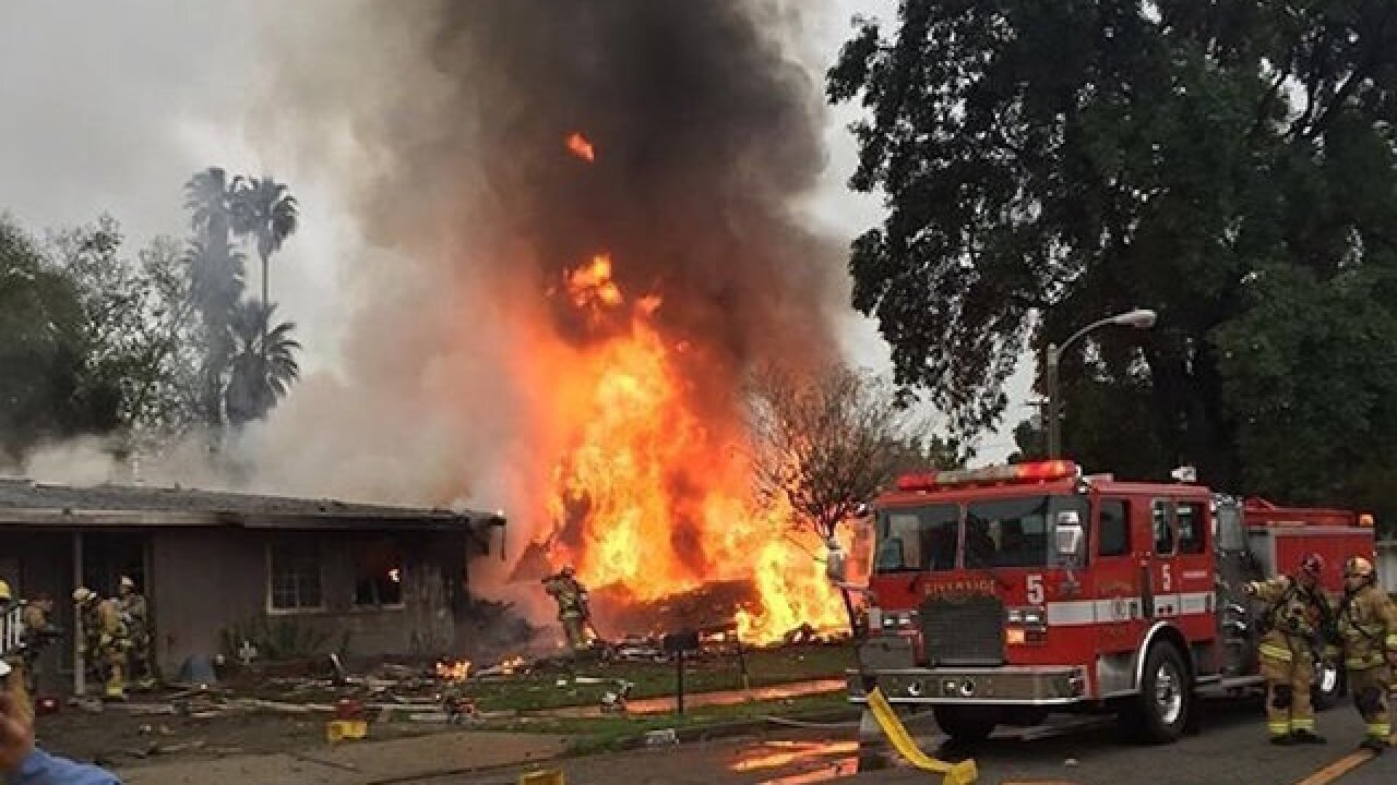 3 dead after plane crashes into homes in California