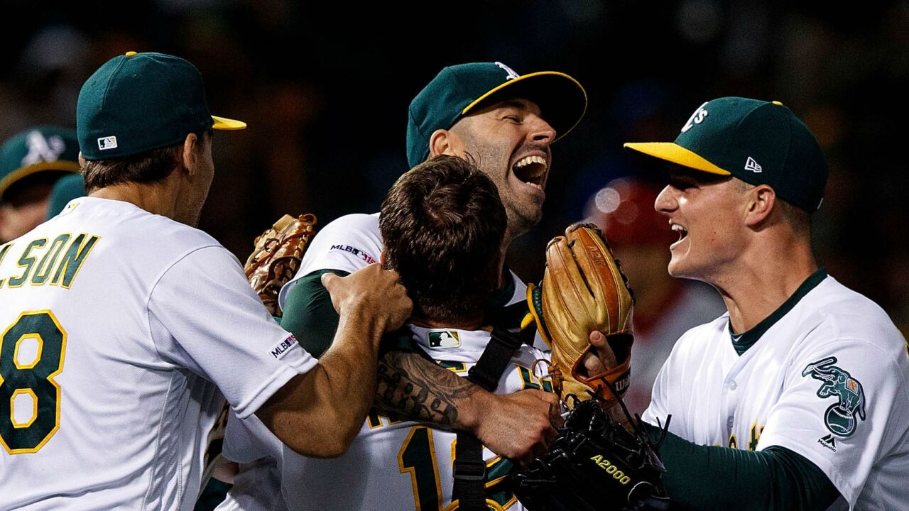 Mike_Fiers_no-hitter_vs_Reds_050719.jpg
