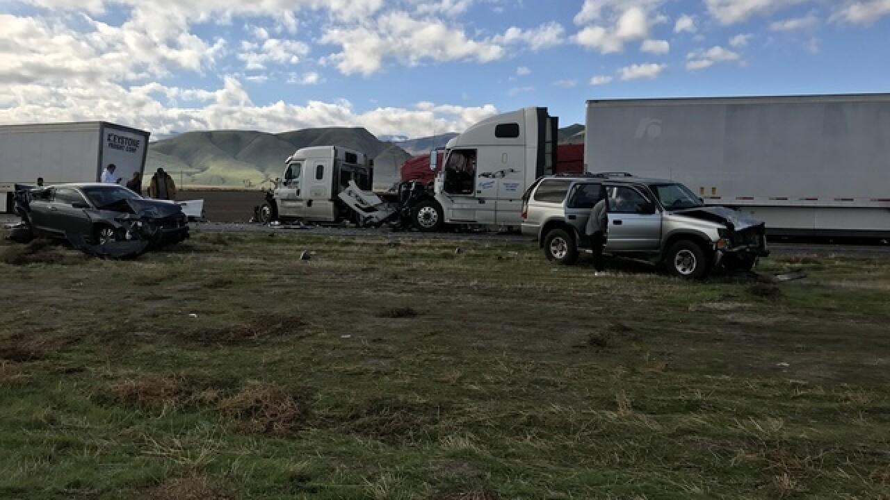 30-vehicle crash shuts down I-5 near Bakersfield