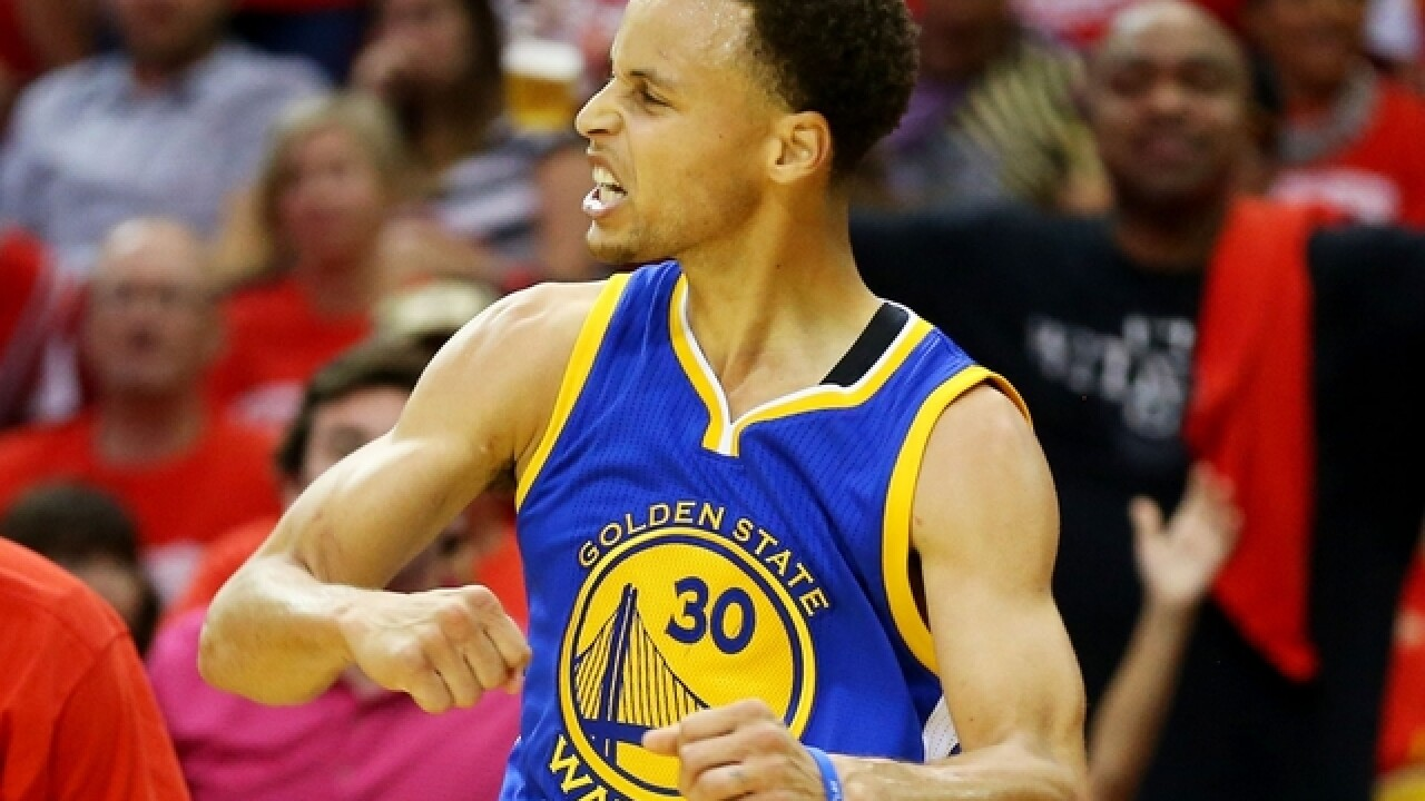 Watch Steph Curry hit 5 straight half-courters