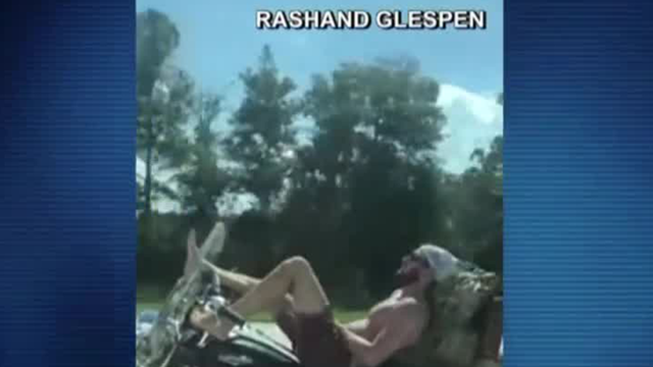 Motorcyclist caught on camera steering with his feet on I-95 in Florida