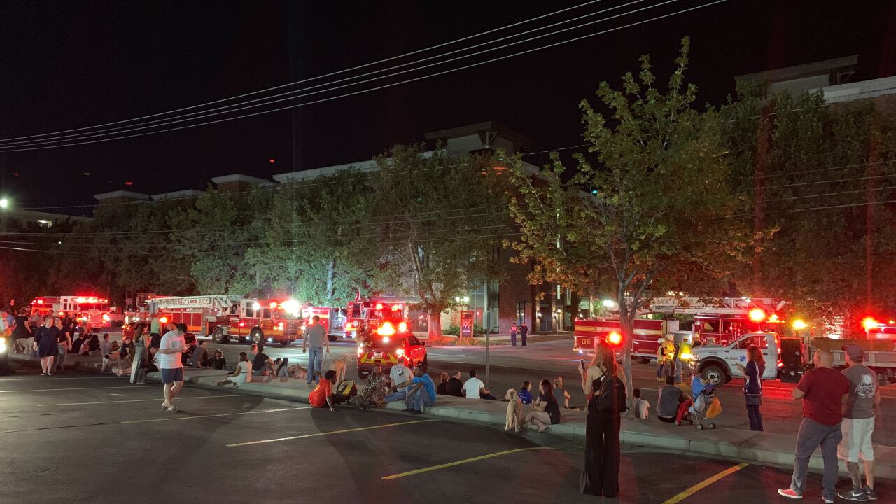 Hundreds evacuated after apartment complex gas leak