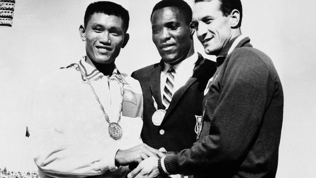 Rafer Johnson, 1960 Olympic decathlon champion, dies at 86