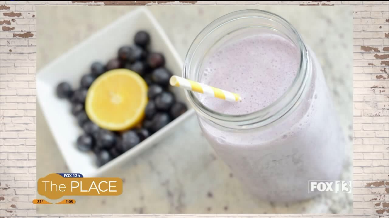 Recipe: Lemon Blueberry Smoothie & 5-minute Apple Cinnamon Oatmeal