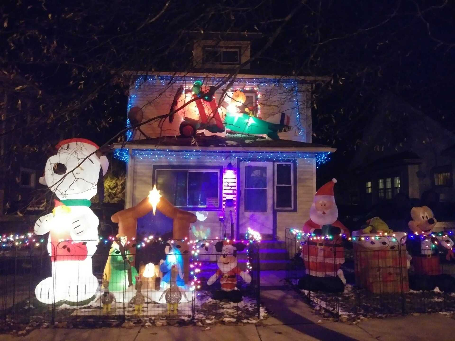 House decorated on 1828 Bradley Ave in Lansing, sent by Cheri Norris.jpeg