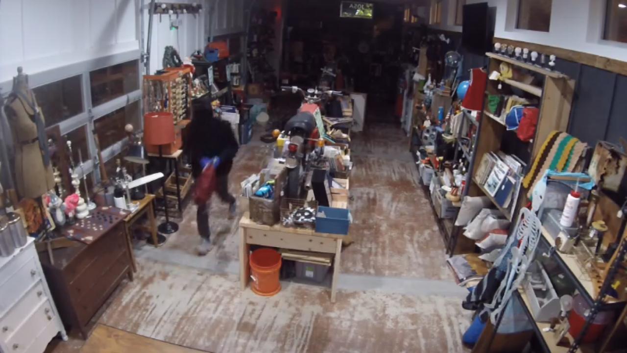 Shoppes on Fatherland burglarized