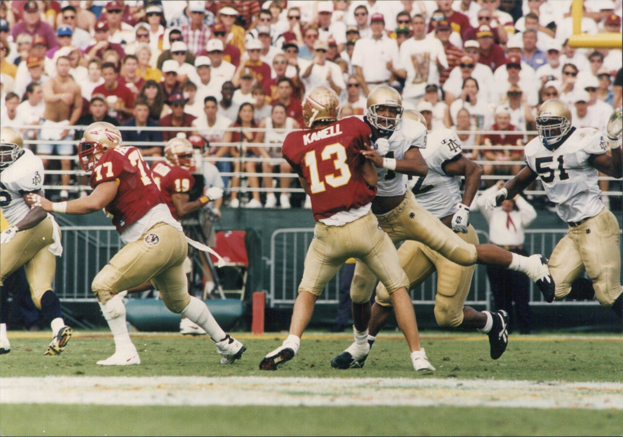Florida State Seminoles QB Danny Kanell pressured by Notre Dame Fighting Irish in 1994