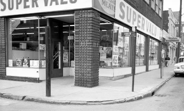 1960 circa  CLE Memory Madison 12501 Av Foodtown Grocery Store_20811b.jpg