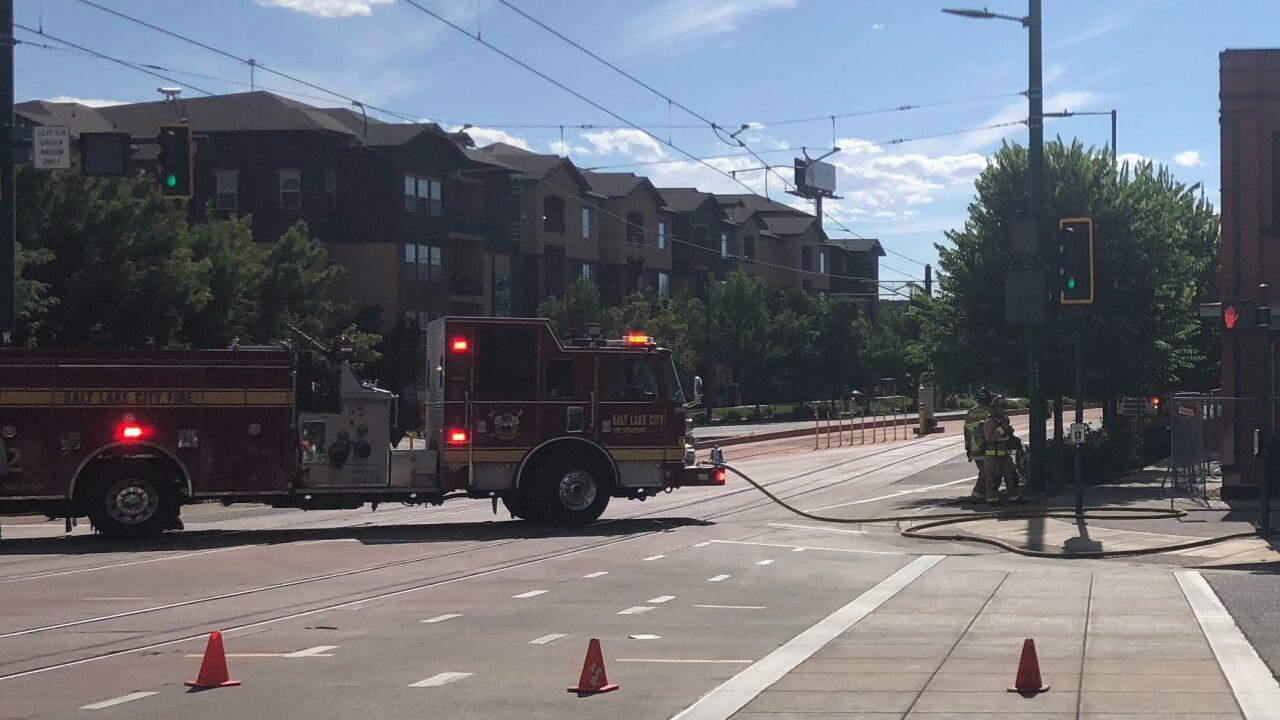 Natural gas leak closes North Temple near 600 West
