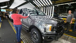 US auto plants would shut down within a week if border closes, economist says
