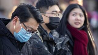 Virus cases in China top SARS as evacuationsbegin