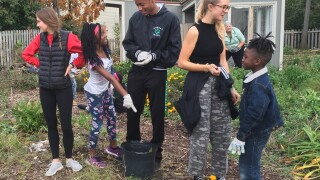 FD Garden Walnut Hills HS students_3916.jpg