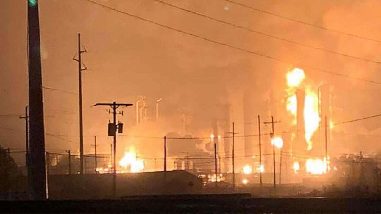 texas-explosion-refinery_hpMain_20191127-053956_4x3_992.jpg