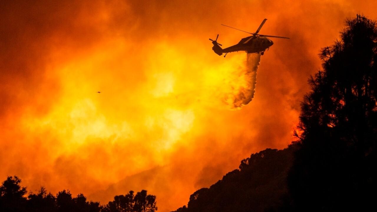 lake_hughes_fire_helicopter_drop_081220_ap.jpg