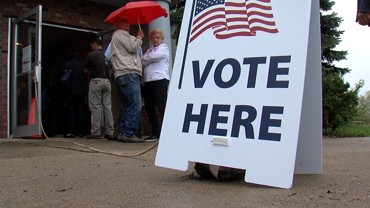 Voters line up to vote early in Monroe County