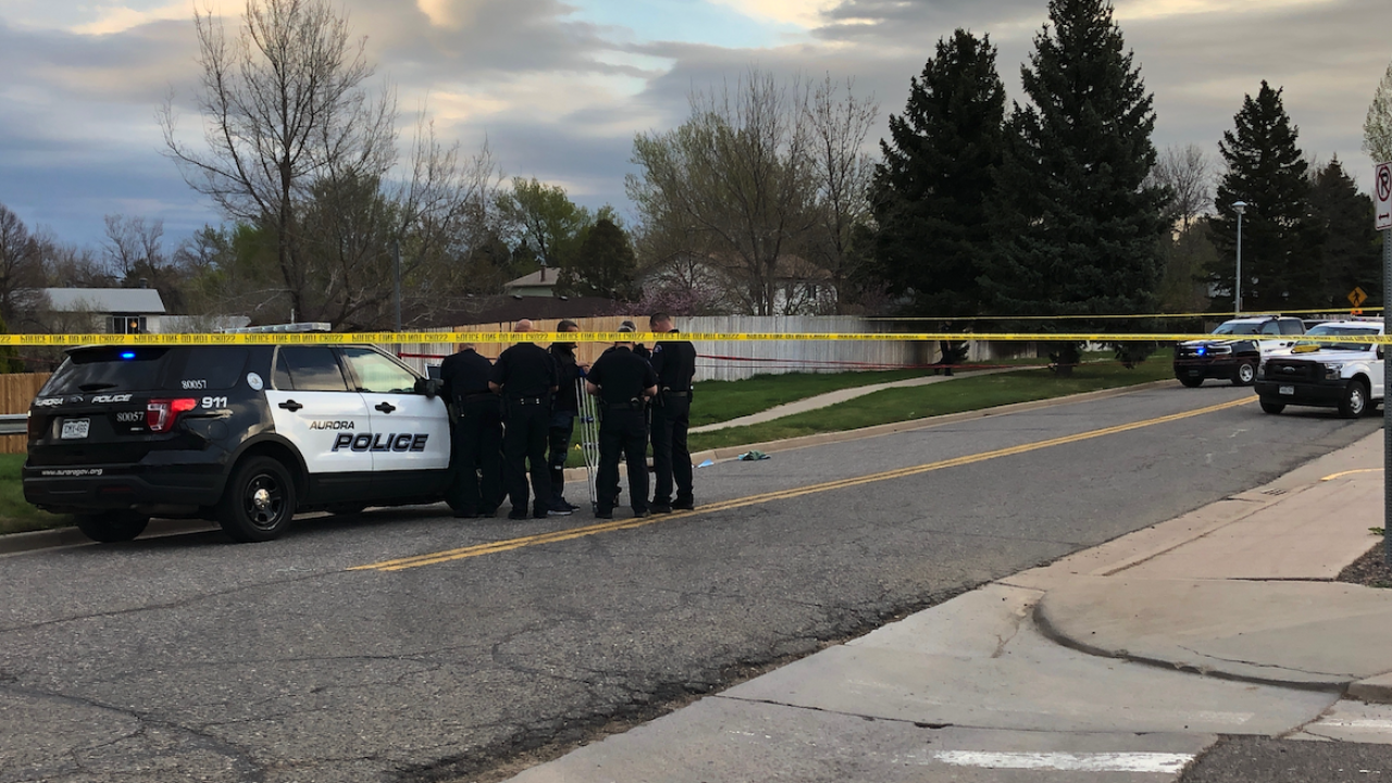 Neighbors rush to help teen shot to death on Aurora street