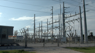 Rolling blackouts unlikely despite early summer heat, power plant outages