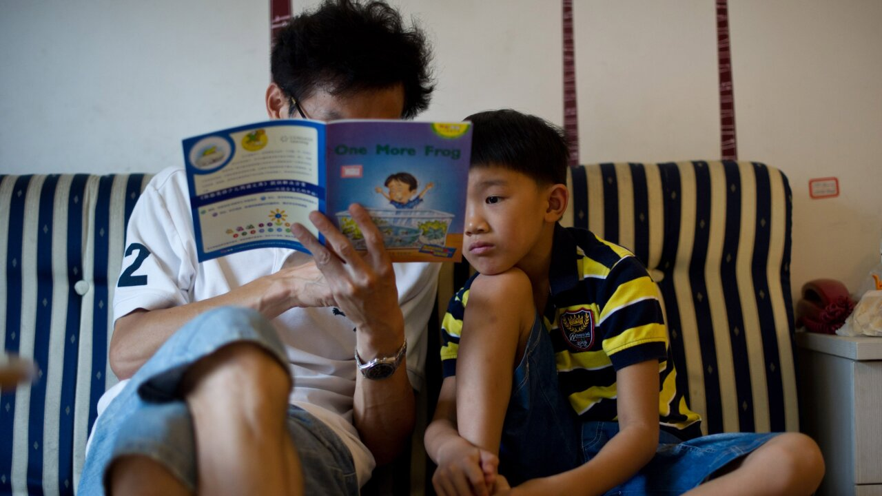 Parents who read to their child on a tablet end up having less interaction together, a new study finds