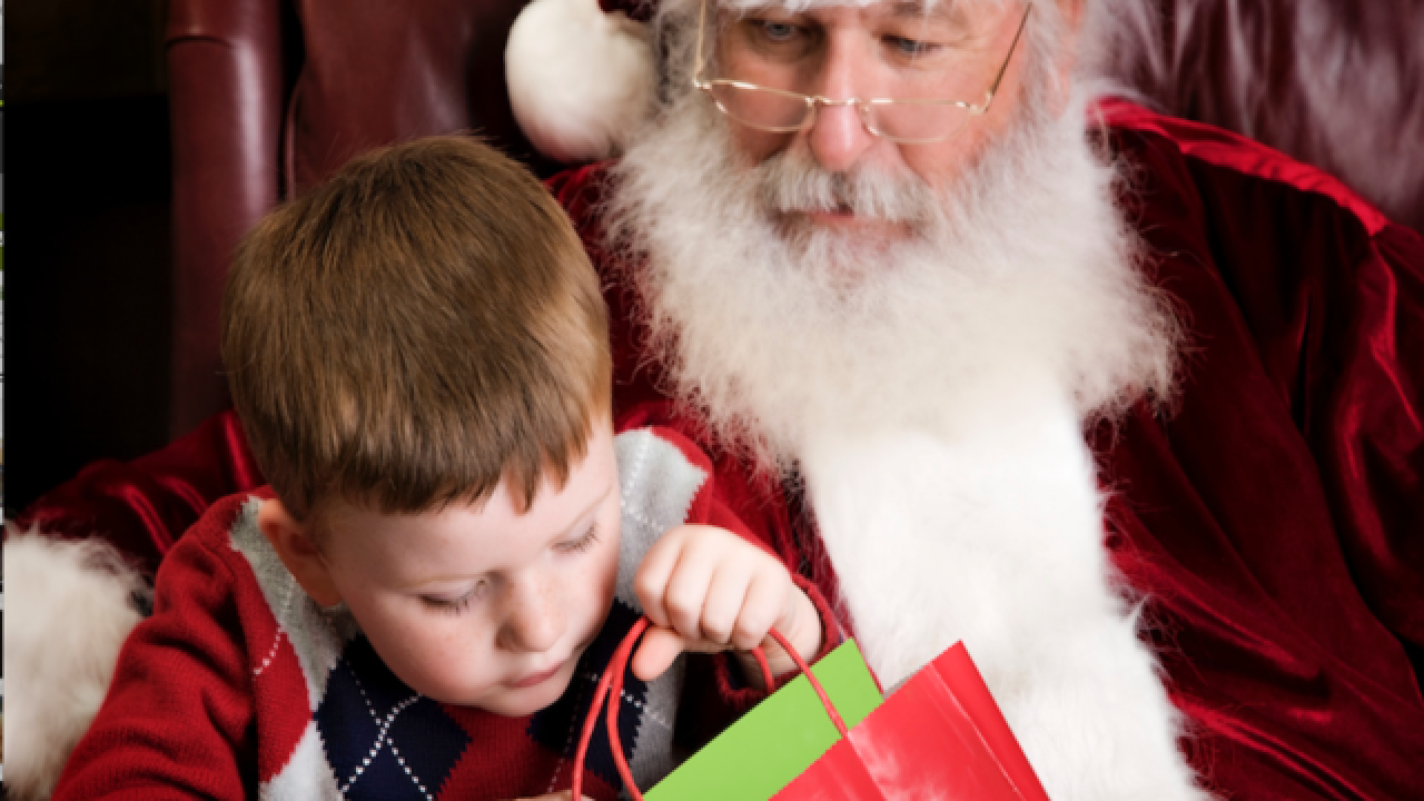 Pastor yells 'Santa does not exist!' to kids waiting to meet St. Nick