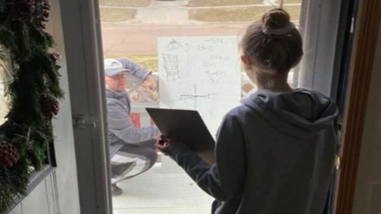 Math Teacher Gave A Student A One-on-one Lesson From Her Front Porch