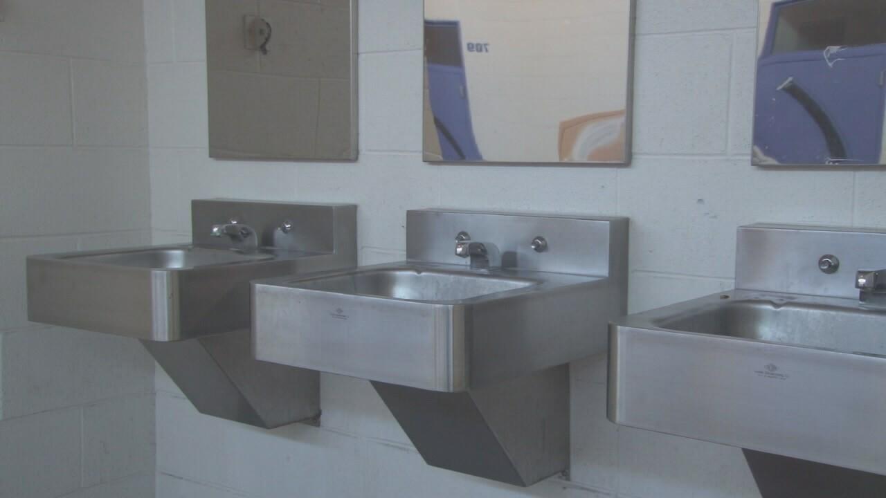 2019-07-12 TUSD shelter-sinks.jpg
