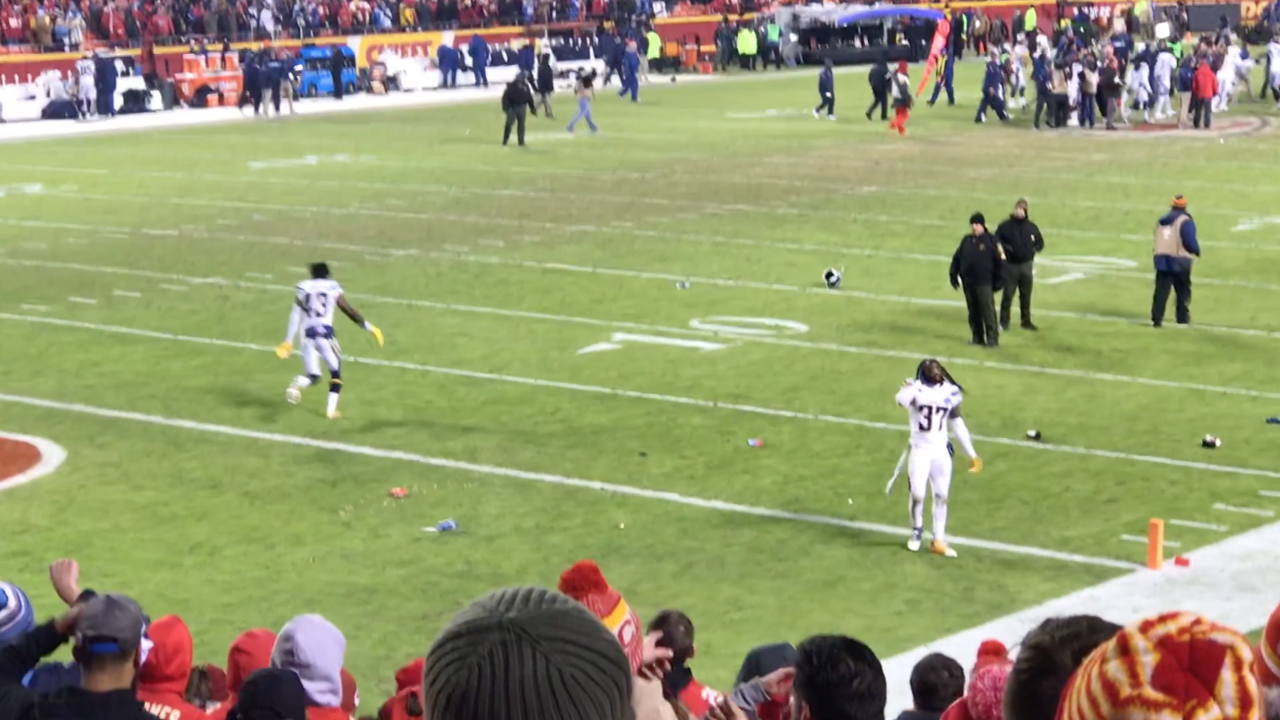 Chiefs fans throw beer at Chargers players
