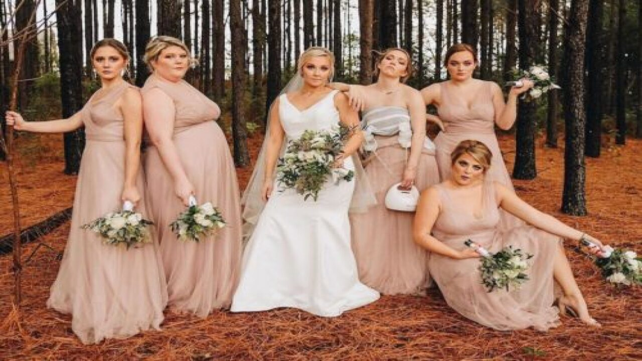 Bride Fully Supported Her Bridesmaid Pumping Breastmilk In Her Wedding Photos
