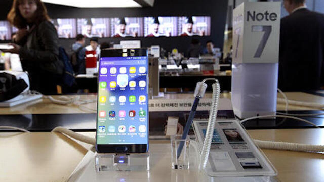 Samsung tells owners of Galaxy Note7 phones to turn off phones