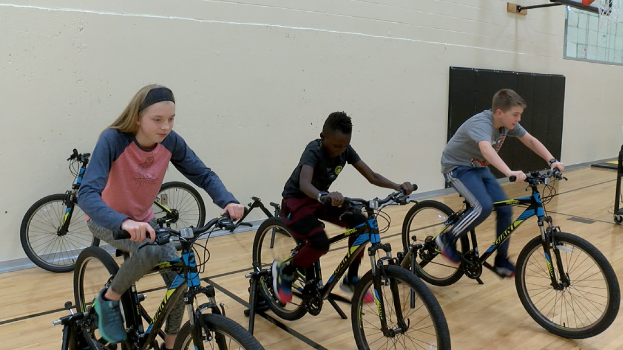 Kansas middle school is first in U.S. to pilot P.E. program based on triathlon training