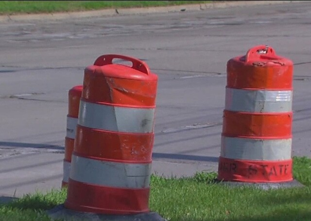 Non-union workers to restart road construction