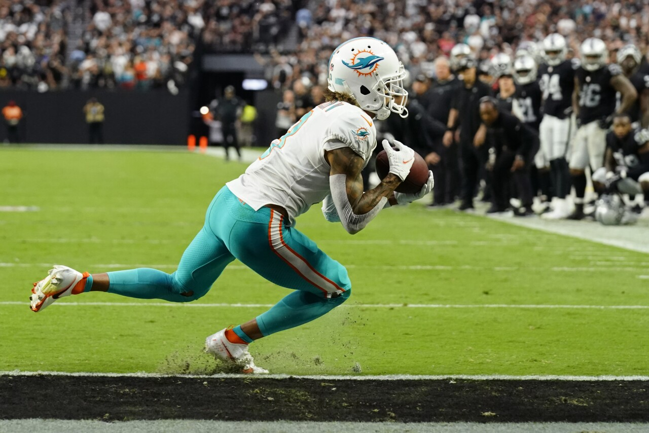 Miami Dolphins receiver Will Fuller makes 2-point conversion at Las Vegas Raiders in 2021