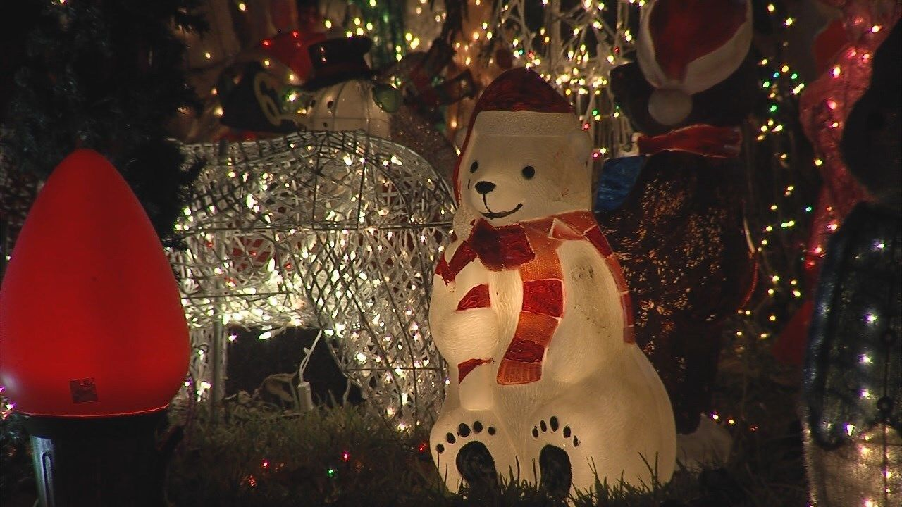 CTX family with impressive holiday light display wins the 'Great Christmas Light Fight'