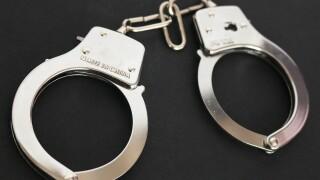 handcuffs-354042_1920.jpg