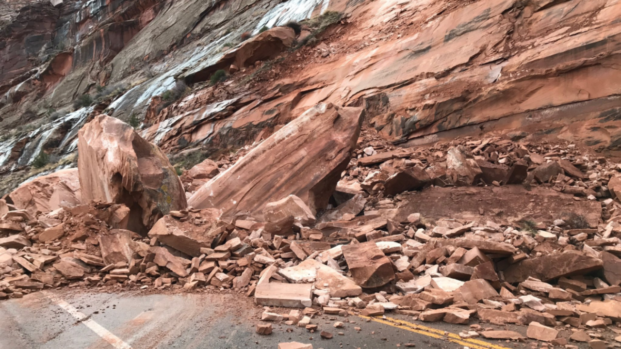 Rock slide near Moab blocking roadway, UHP says