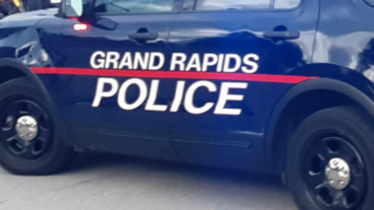 Teen struck by vehicle in Grand Rapids