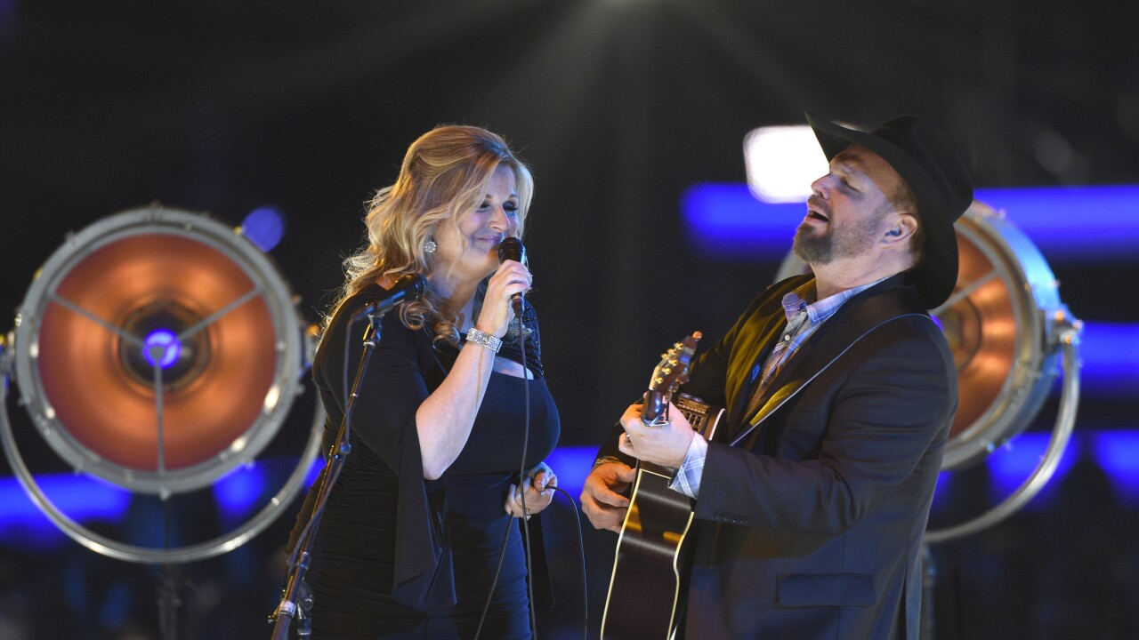 Garth Brooks and Trisha Yearwood delay concert, will quarantine for 2 weeks