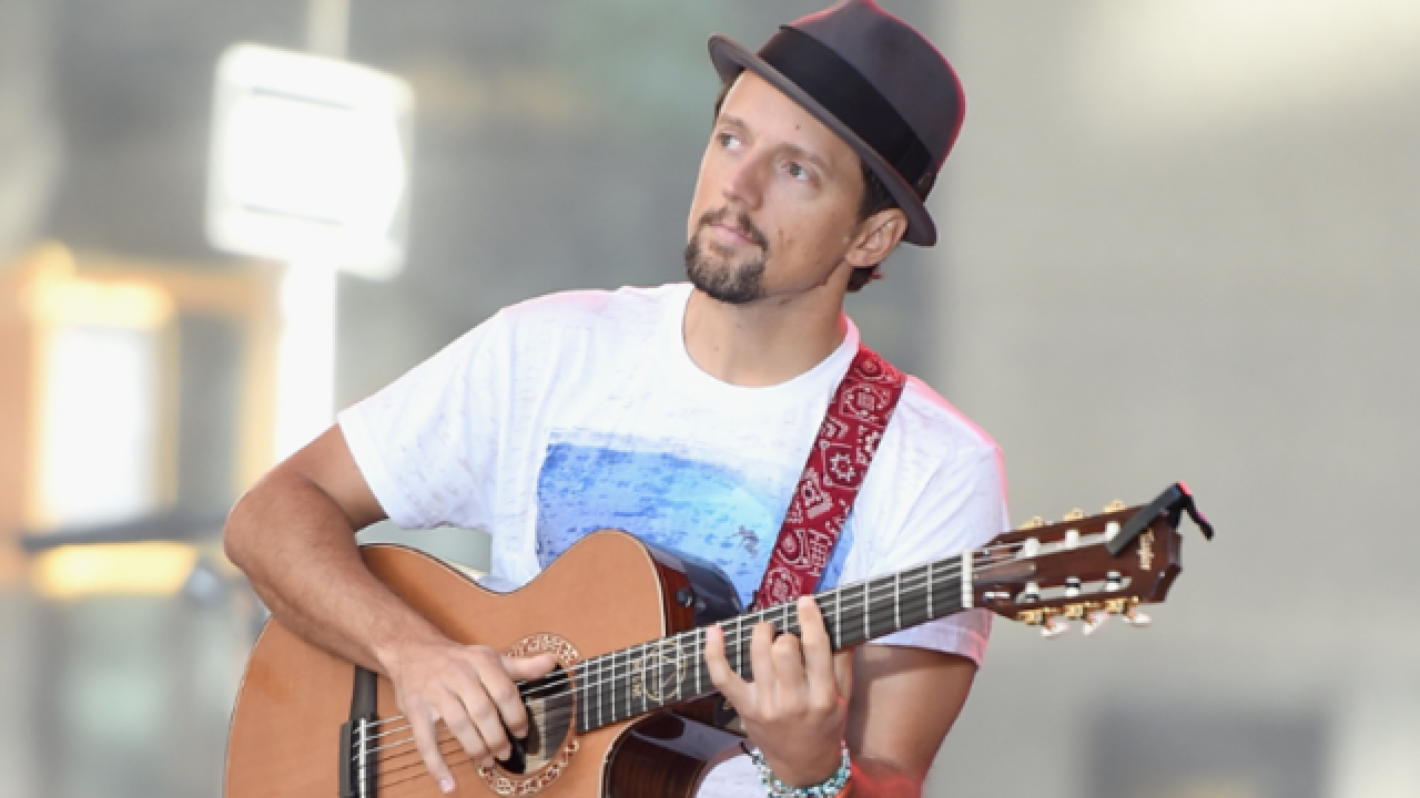 Jason Mraz sings to patients at Children's Hospital of Wisconsin [VIDEO]