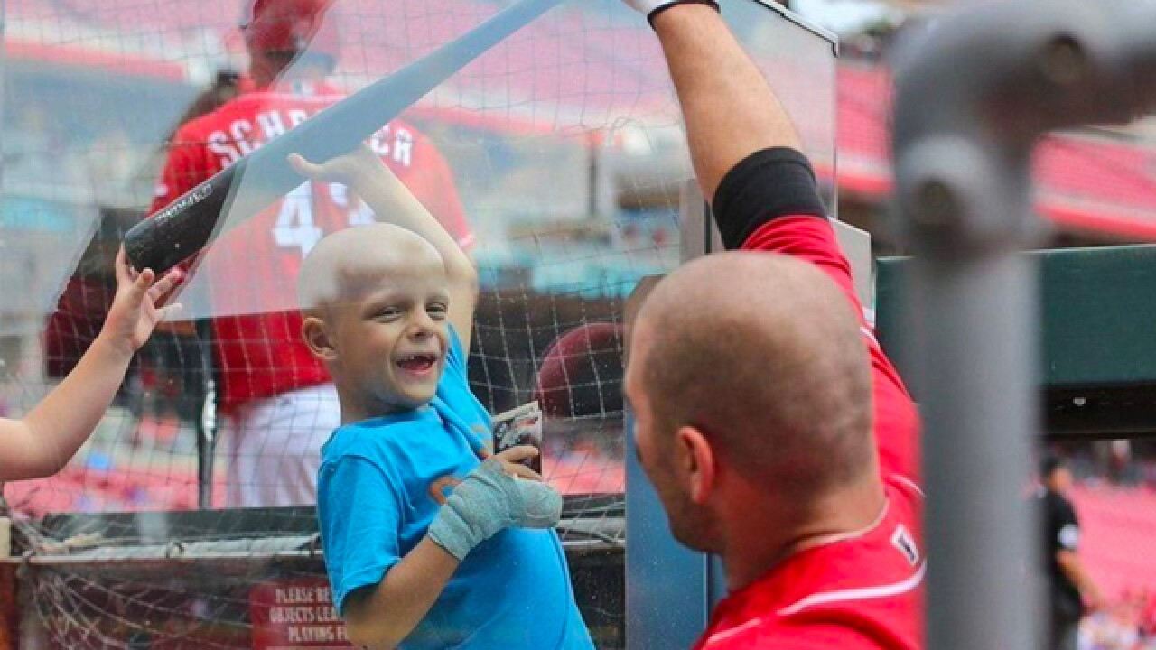 Reds' Joey Votto dedicates MLB Award to 'Superbubz'