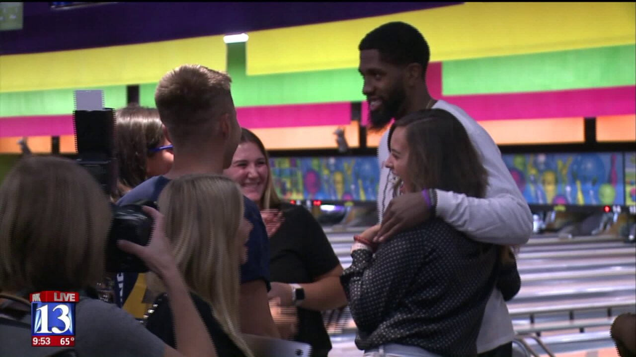 O'Neale and other Jazz players go bowling with community