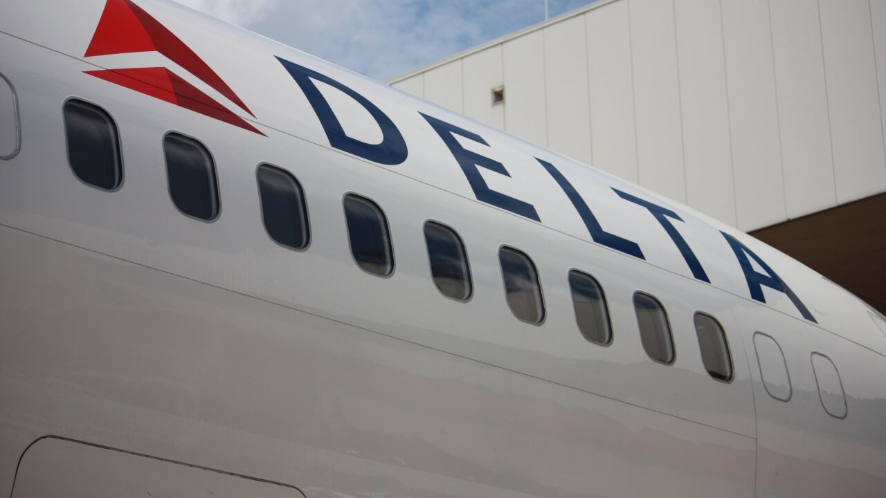 A Delta flight plunged 30,000 feet in minutes